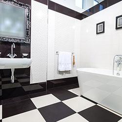 Черно и бяло в банята
